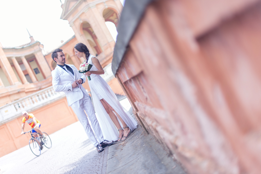 destination_wedding_photographer_europe_italy_fearless_rock_and_roll_personality_young_stylish-34