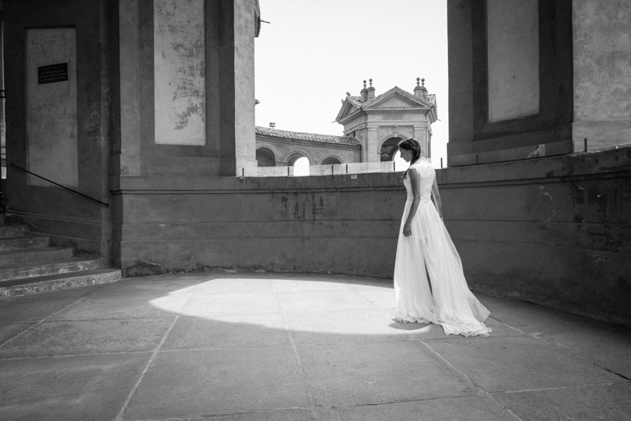 destination_wedding_photographer_europe_italy_fearless_rock_and_roll_personality_young_stylish-42